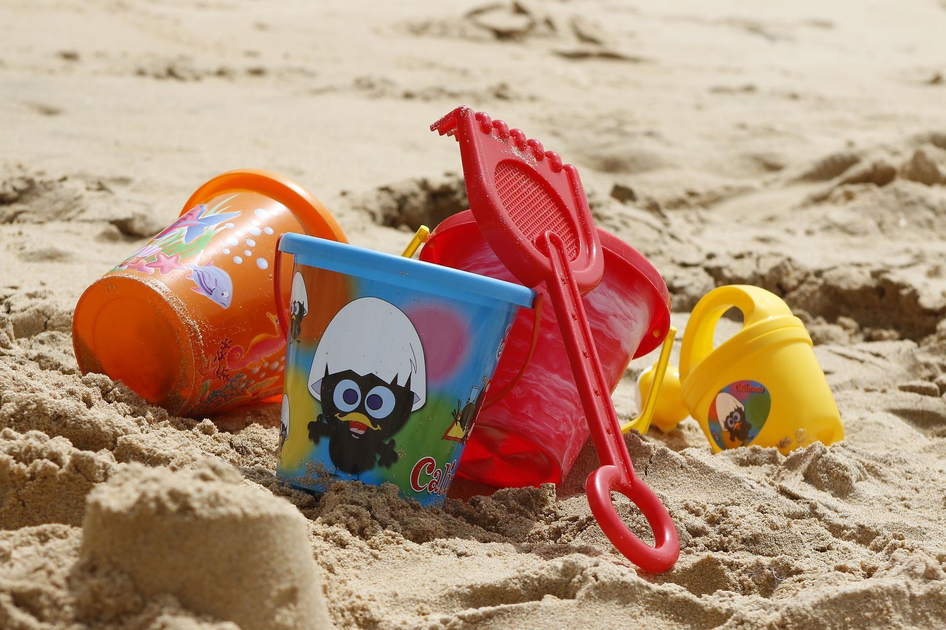 Barnleksaker på stranden