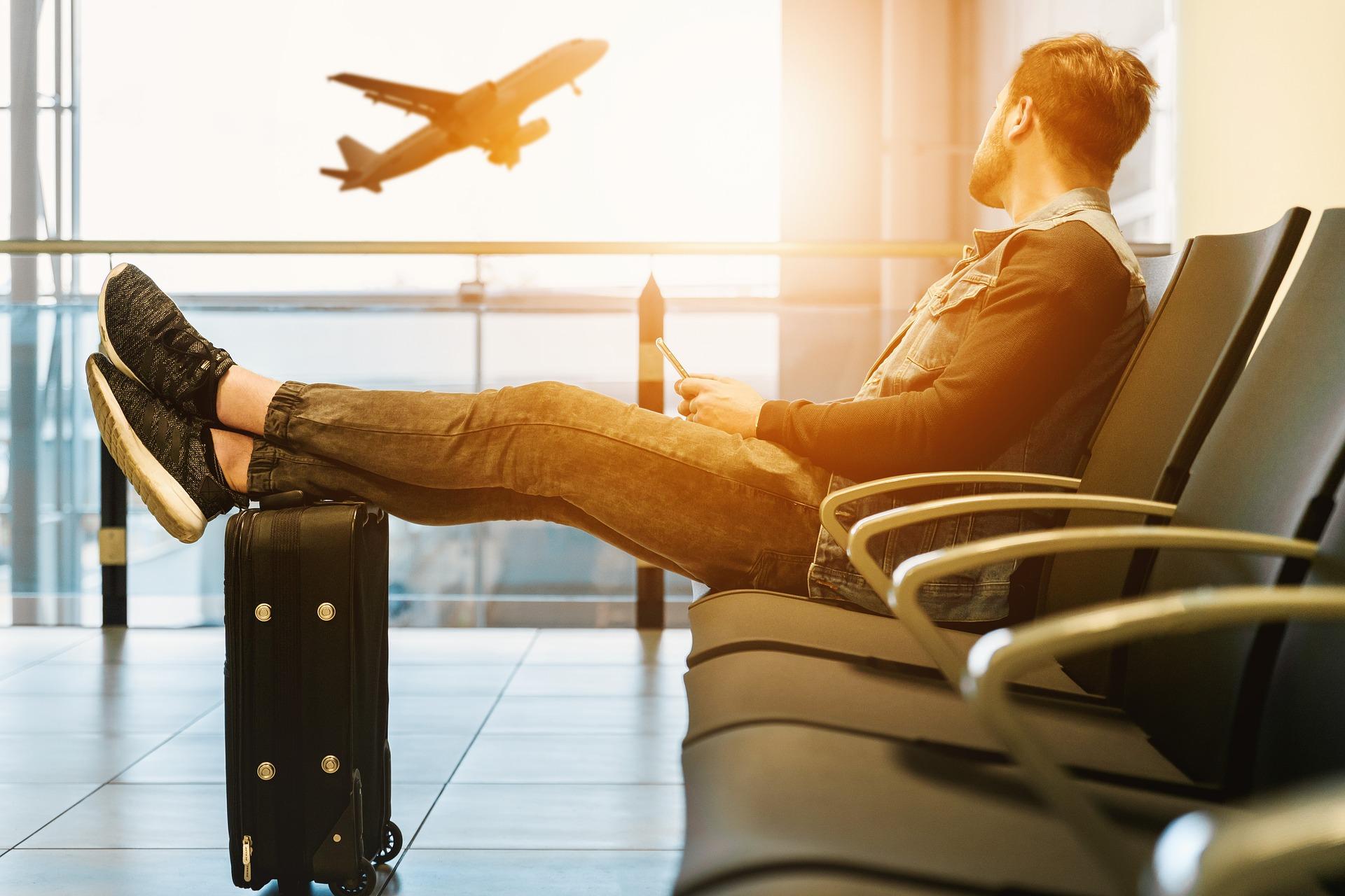 Resenär på en flygplats