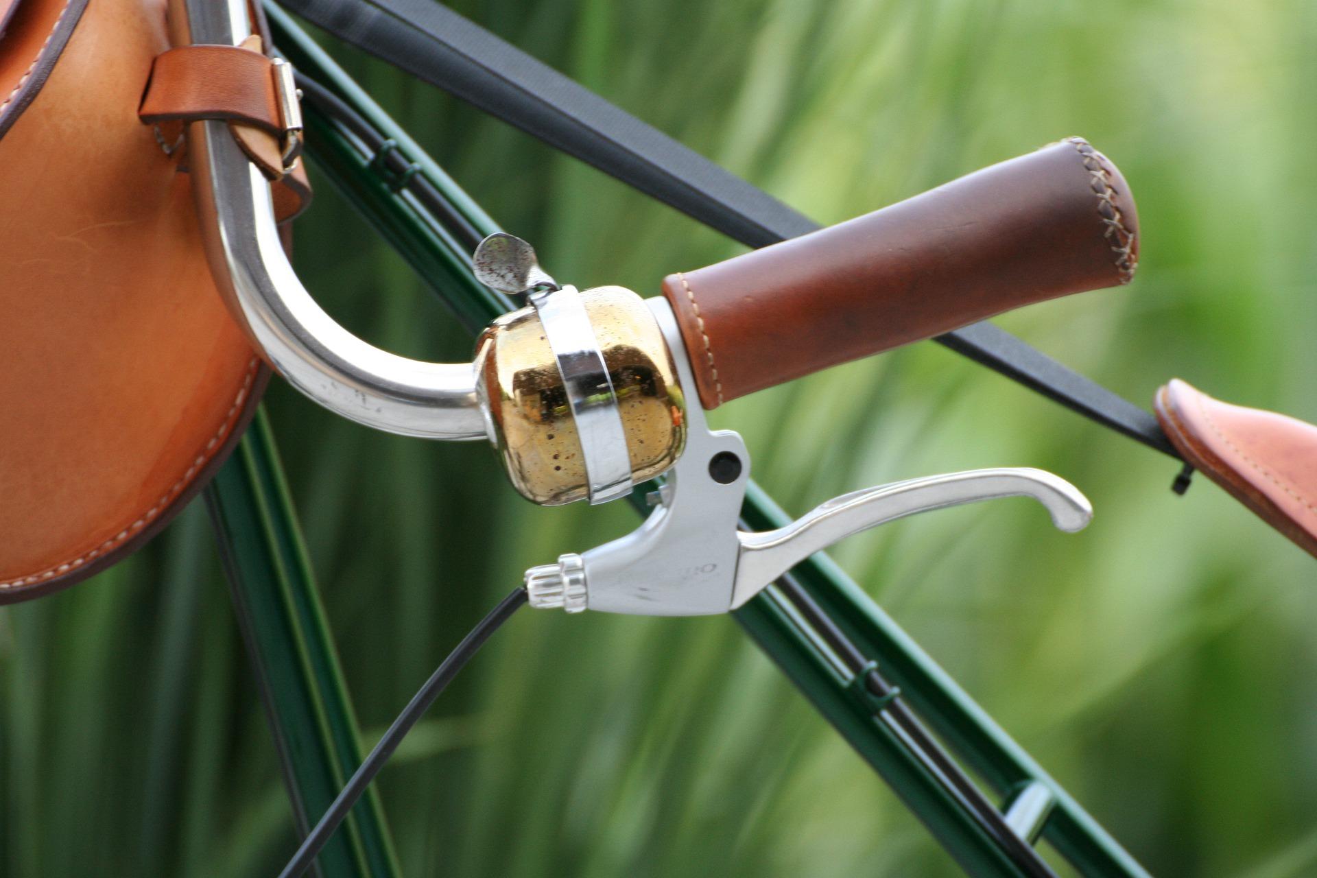 Cykelstyre med läderhandtag, ringklocka och handbroms